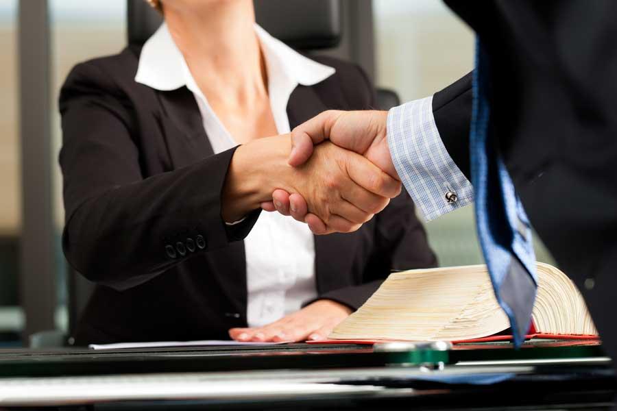 Collaborazione tra avvocato e imprenditore